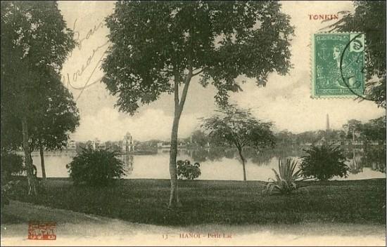 001.Dưới thời Pháp thuộc, hồ Gươm được biết tới với cái tên Petit Lac (Hồ Nhỏ) nhằm phân biệt với Grand Lac (Hồ Lớn), tức Hồ Tây ngày nay