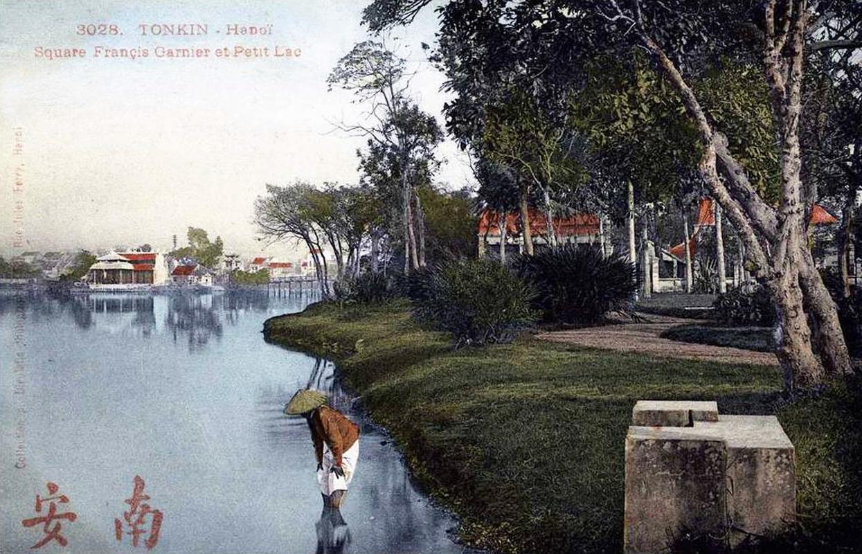 010.vườn hoa Francis Garnier cạnh Hồ Gươm