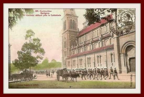 Lính Pháp hành quân qua nhà thờ Đức Bà