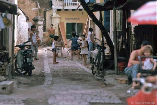 Những chiều hè tiếng cười rộn rã cả một con phố.