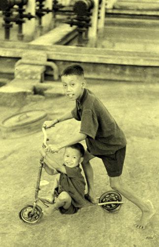 Trẻ em với trò nghịch ngợm
