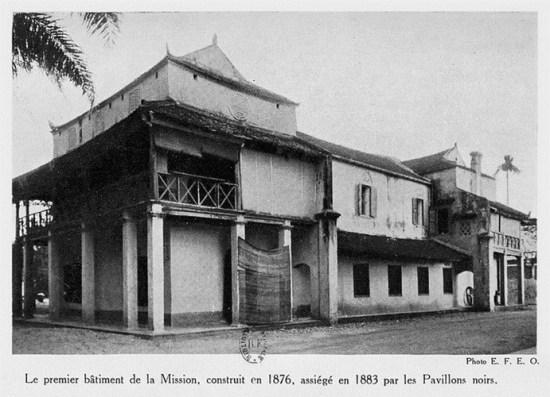 001.Ngôi nhà đầu tiên của Hội Truyền giáo Pháp, xây dựng năm 1876, bị quân Cờ Đen bao vây năm 1883