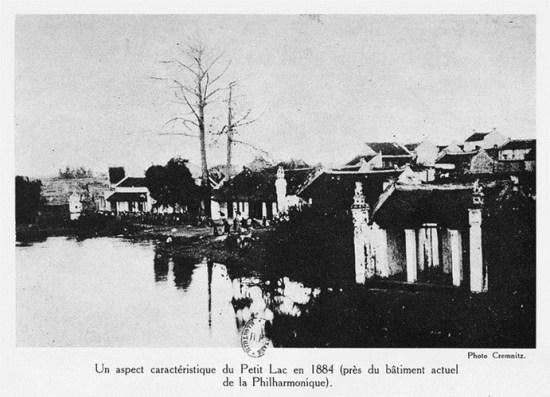 002.Hồ Hoàn Kiếm năm 1884 (nơi gần rạp Philharmonique).