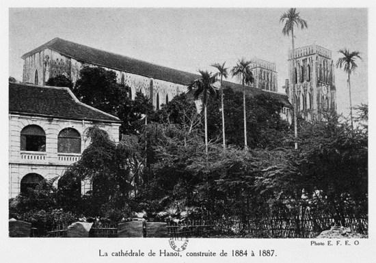 002.Nhà thờ lớn Hà Nội, được xây dựng từ năm 1884 - 1887.