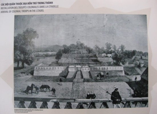 004.Quân Pháp đồn trú trong thành.