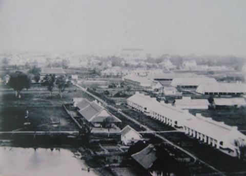 005.Một phần tư phía Đông Nam- trại lính và đội bộ binh (1895). Ảnh- ASEMI.