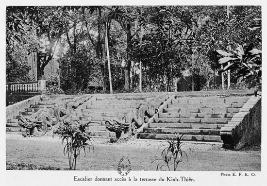 012.Các bậc thềm điện Kính Thiên.