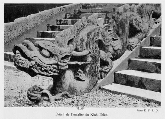 013.Cận cảnh bệ rồng ở điện Kính Thiên.