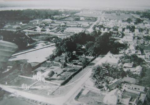 17.Văn Miếu và thành Hà Nội (1929). Ảnh ASEMI.