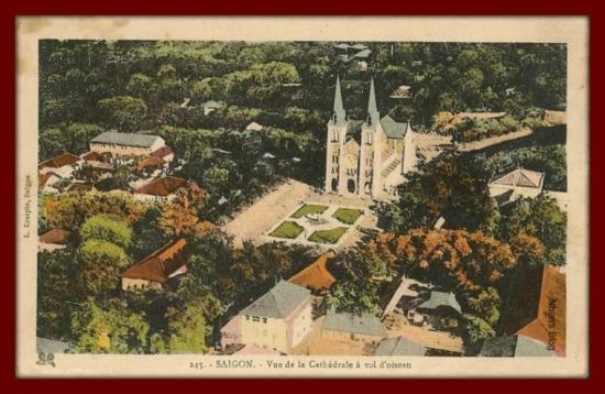 SÀI GÒN-Nhà thờ Đức bà nhìn từ trên cao