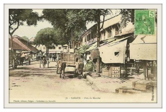 SÀI GÒN-Phía trước chợ