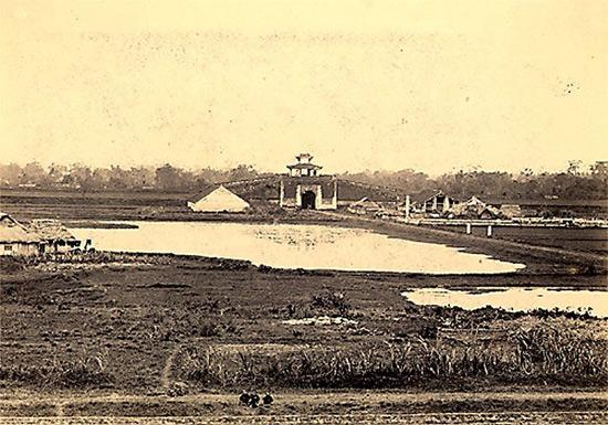 Thành Hà Nội nhìn từ vị trí phố Sơn Tây ngày nay.