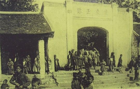 001.Cổng làng Bưởi ( Yên Thái )