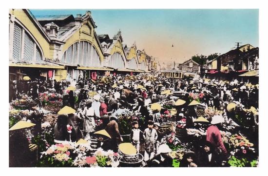 001.Nord Vietnam Hanoï - Devant les Halles centrales. Le Marché aux fleurs