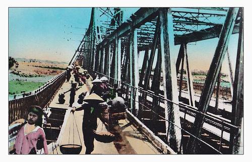 012.Gánh hàng qua cầu Long Biên