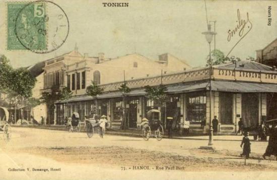 014.cửa hàng bách hóa trong ảnh là hình ảnh thời kì đầu của nhà Godard