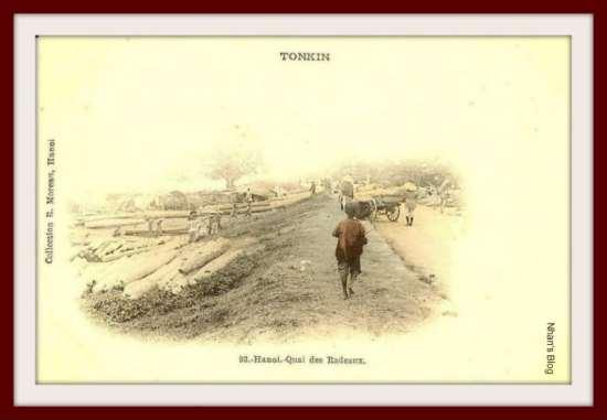 016.Những người kéo gỗ bên bờ đê sông Hồng