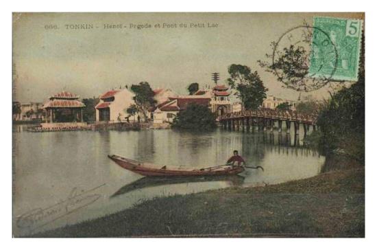 018.Ven hồ nhìn ra đền Ngọc Sơn, cầu Tê Húc