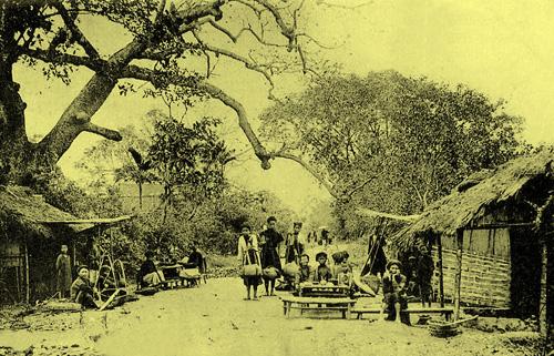 Hàng quán đầu làng mgoại ô