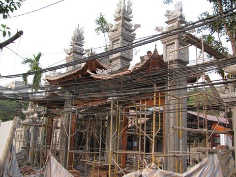 Nghi môn đình Kim Liên cũ và Ngũ môn đình Kim Liên đang xây dở theo mẫu Chùa Láng2
