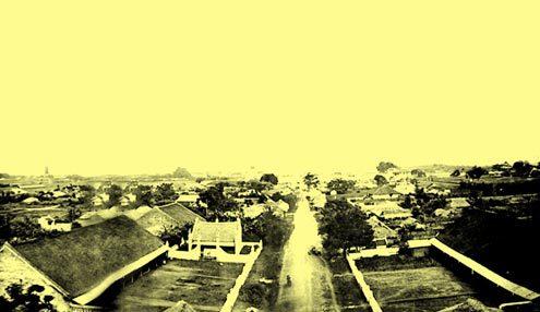Toàn cảnh thành Hà Nội nhìn từ Cửa Đông (1873). Ảnh: Musée Guimet, Gsell