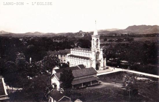 Nhà thờ ở Lạng Sơn. Thành phố trước đây có tên là Thị xã Lạng Sơn và trở thành thành phố vào năm 2002, là đô thi loại III. Giáo phận ở đây phát triển khá mạnh với rất nhiều nhà thờ.