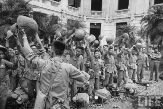 Bộ đội tiếp quản Phủ Thống sứ Bắc Kỳ. Hà Nội 10.10.1954