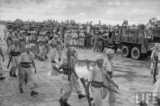 Lính Pháp chuẩn bị rút khỏi Hà Nội. Tháng 10, 1954