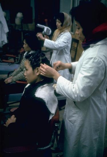 Hà Nội 1967, một cửa hàng làm tóc