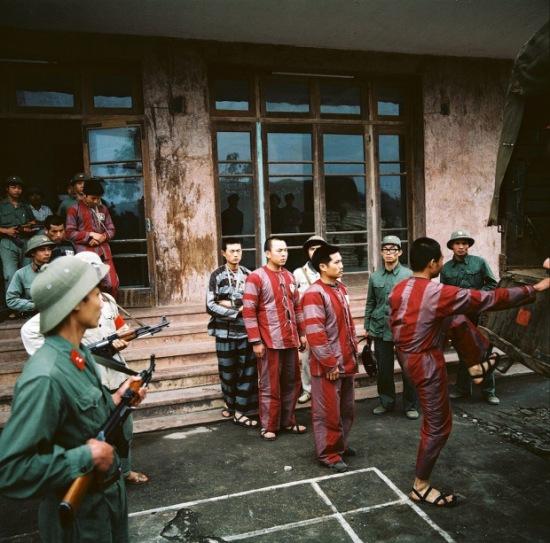 Tù binh Trung Quốc trong chiến tranh Việt Trung năm 1979. Ảnh: Thomas Billhardt