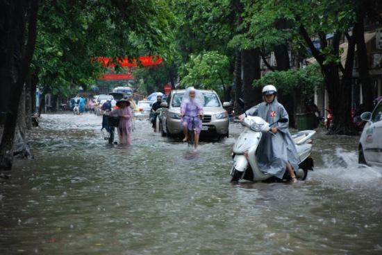 Hà Nội ngập nặng trong cơn mưa lớn nhất năm 2010.