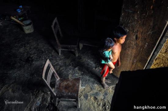 Nằm ở độ cao hơn 1.000m, cao nguyên Đồng Văn nằm ở tỉnh Hà Giang là mảnh đất địa đầu cực Bắc của Việt Nam. Cao nguyên này đã được UNESCO công nhận là Công viên địa chất toàn cầu vì những điểm độc đáo trong cấu tạo địa chất. Đối với khách du lịch, đây là nơi có nhiều danh lam thắng cảnh tuyệt đẹp, văn hóa độc đáo của các dân tộc thiểu số, khí hậu luôn ôn hòa mát mẻ