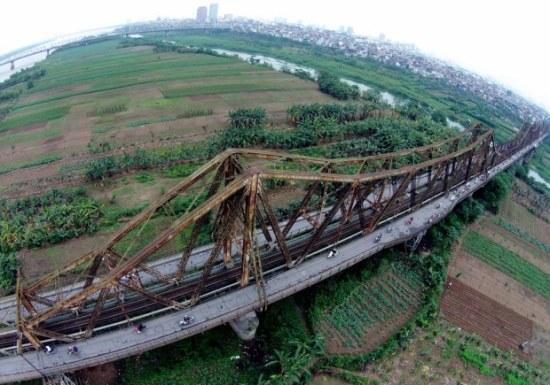 Cầu Long Biên.