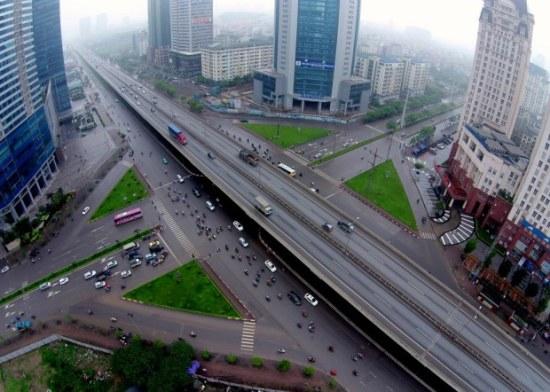 Đường trên cao đầu tiên ở thủ đô đoạn có tòa nhà 72 tầng, cao nhất Việt Nam – Keangnam. Đường có tổng chiều dài toàn tuyến 15km, 4 làn xe, ô tô được phép chạy tốc độ tối đa 100km/h.