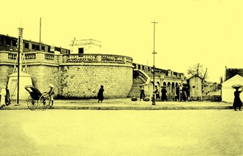 Đường lên cầu Long Biên.