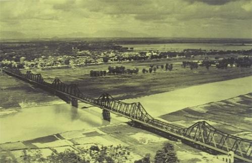 Cầu Long Biên nhìn phía nội thành
