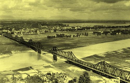 Cầu Long Biên (nhìn về phía nội thành)