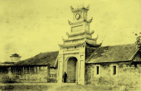 Cổng vào Hoàng Thành phía Tây