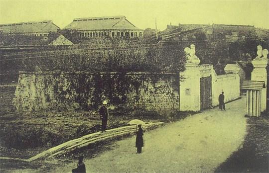 Cửa Đông Hoàng Thành 1