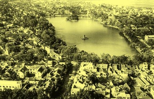 Khung cảnh quanh Hồ Gươm
