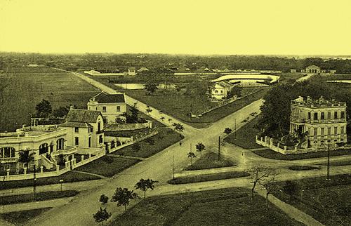 Phía Đông Quảng trường Ba Đình