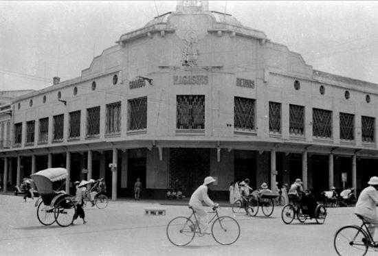 Bách hóa Tràng Tiền 1950.