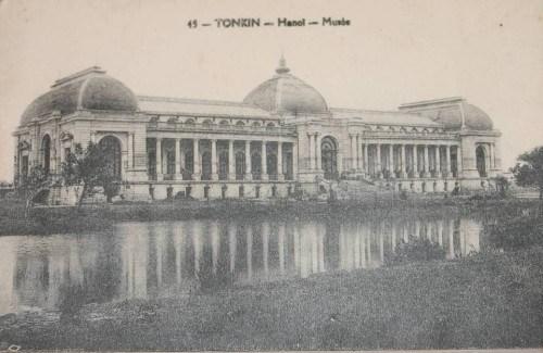 Trước đây, tại vị trí này là tòa nhà Đấu Xảo cũ đã bị máy bay Đồng Minh ném bom 1943.