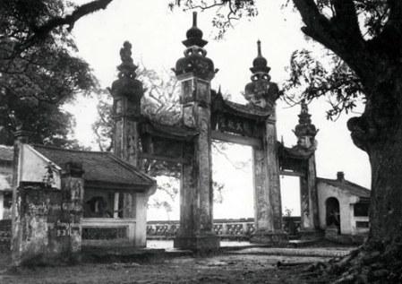 000d.Chùa Láng nổi tiếng hiện nằm trên phố Chùa Láng