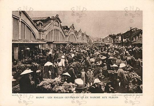 001.Chợ Đồng Xuân và hoa ngày Tết bán trước cổng chợ.