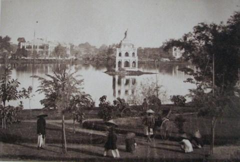 001.Hồ Hoàn Kiếm hơn 100 năm trước