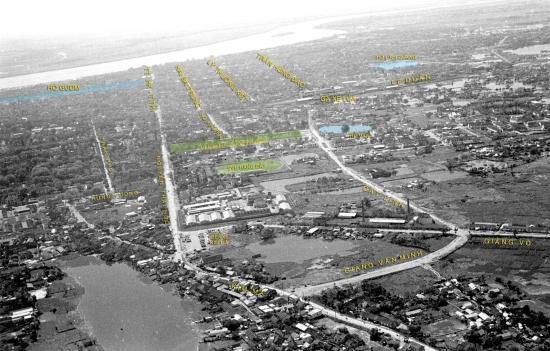 002-1950 Aerial view of HANOI-, được chú thích các tuyến đường