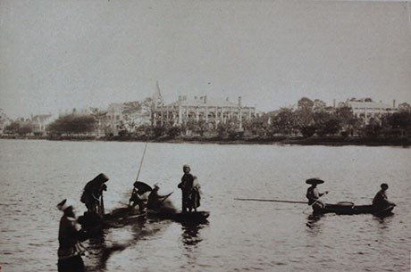002.Hồ Nhỏ của thành phố. Với người Pháp, Hồ Hoàn Kiếm được gọi ngắn gọn là Hồ Nhỏ