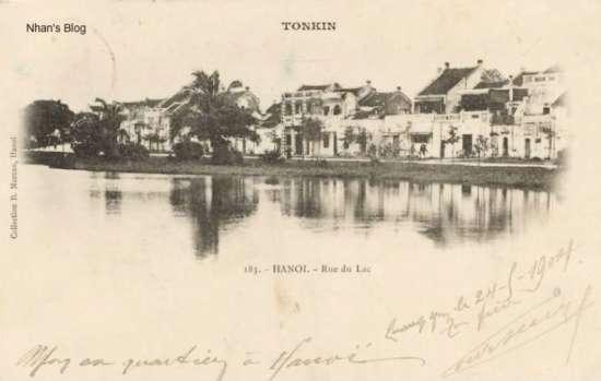Năm 1904. Bìa trái ảnh là điểm gặp gỡ giữa phố Hàng Dầu và phố Đinh Tiên Hoàng.