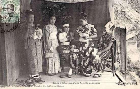 Người Hoa chiếm đa số trong cộng đồng người ngoại quốc, bên cạnh đó có người Nhật, người Ấn...